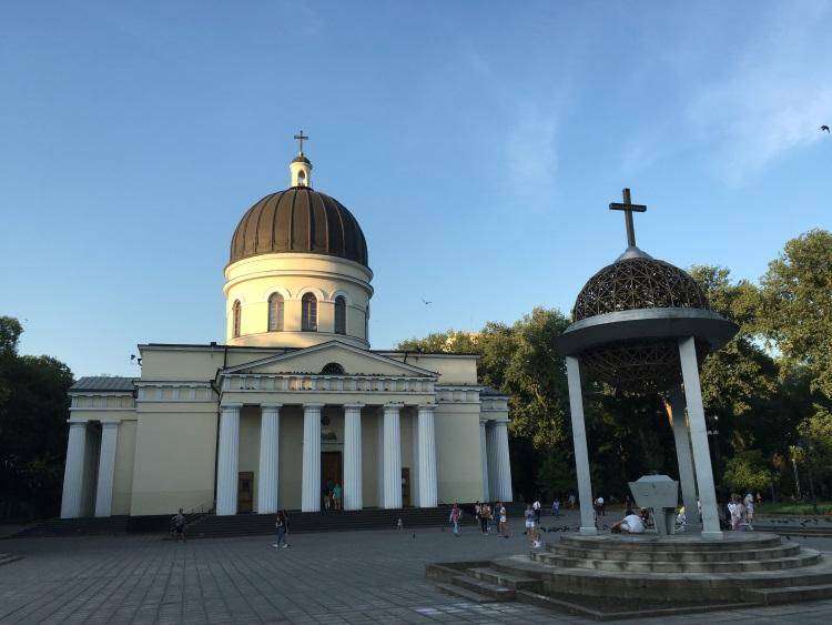 东正教教堂:社会主义的道路上孕育出虔诚的东正教信徒。