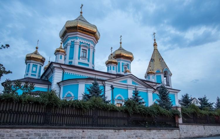 摩尔多瓦教堂,外观大多是旧俄罗斯的滞留风格建筑。(二)