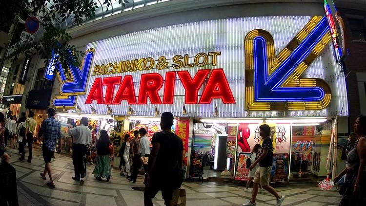 日本沒有公众式赌场,不过玩柏青哥和PACHISLOT的游戏目前是日本最流行的。