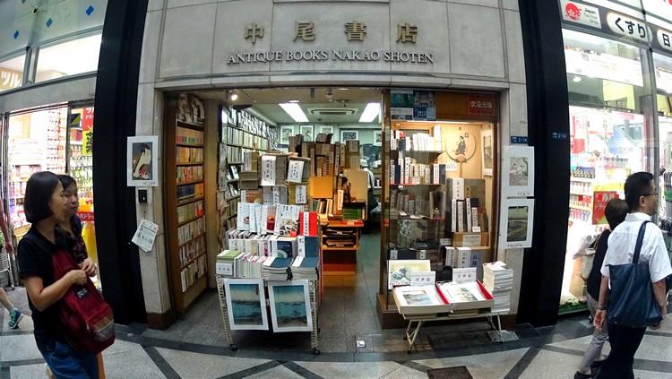 日式书店,虽不懂日文但还是有一番风味。
