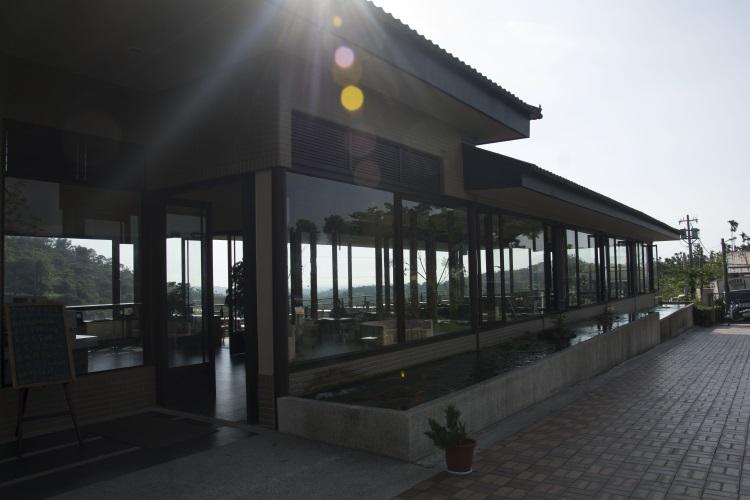 坐在景观餐厅可以180度欣赏山谷美景。