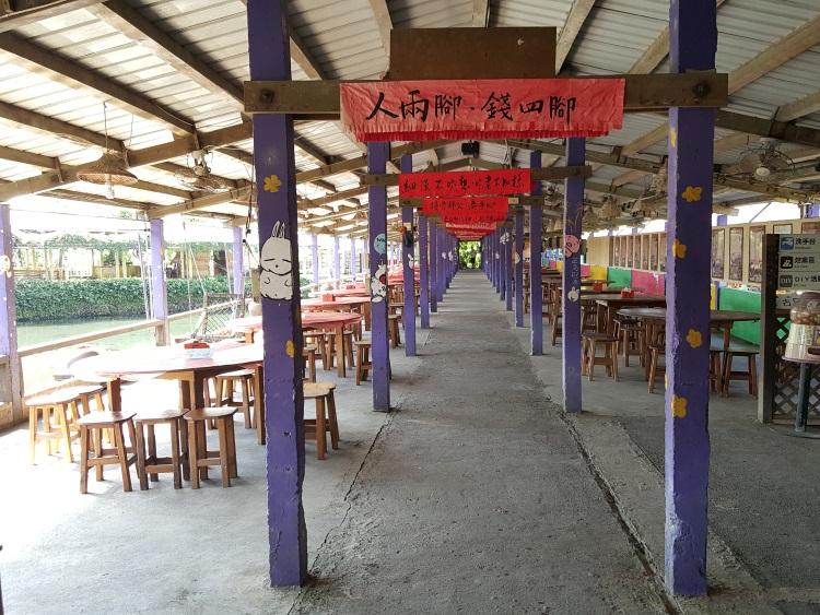 依然保持旧猪舍原貌的餐厅。