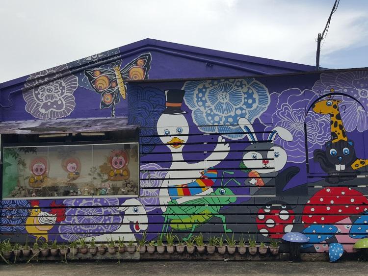 鲜艳彩绘墙,拍照去!