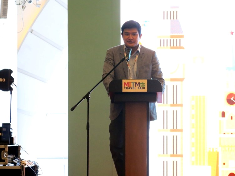 亚航长程首席执行员Benyamin Ismail,于致词中同时推广亚航在旅展期间所做出的独家优惠。