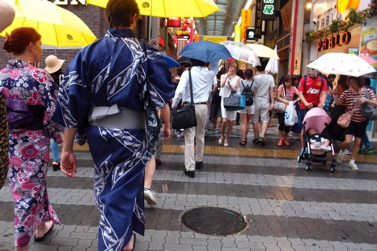 夏天之际,穿上浴衣走在大街上的体验,很受外国游客欢迎。