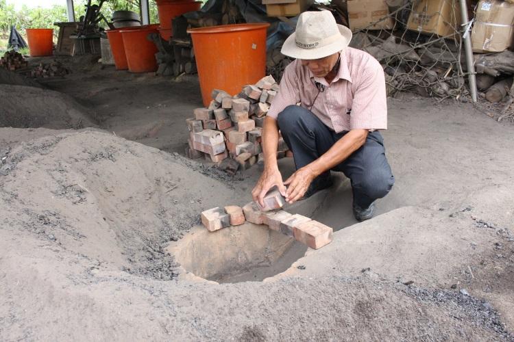 游客可体验堆砖土窑,起火焖煮原汁原味的美食。
