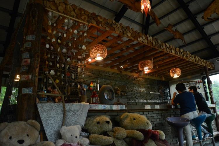 伊鲁巴船屋走年轻PUB风,适合三五知己聚会品咖啡,恣意品味悠闲时光。