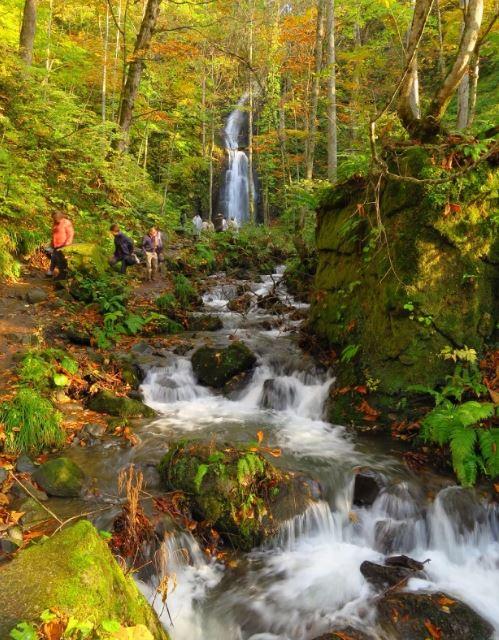 云井瀑布(云井の滝),落差约有20公尺。