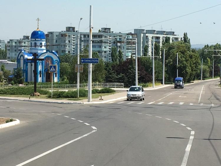 东正教是国教,马路旁随处都可见东正教教堂。