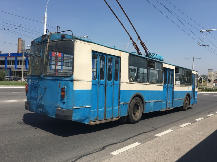 1940~1990之间,由旧苏联社会主义政府提供的电车,继续穿行在首都大道,有老苏联的古早味。