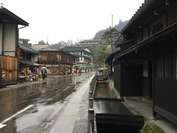 就是这条古街,让我冒着雨也给他逛下去。