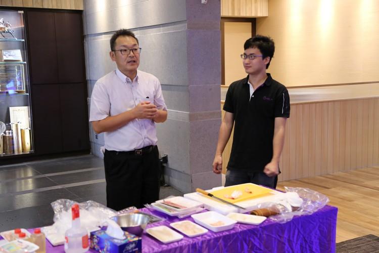 动手前,山本 刚为大家讲解寿司的所需与基本做法。