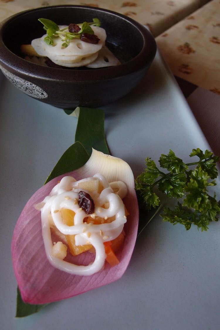 一道清爽的莲花料理-- 西荷鲜蔬沙拉