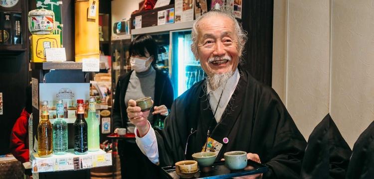 日本武士早已不复再,但在日本京都却出现了一个自称为日本最后一个武士的83岁老翁,名叫乔冈田(Joe Okada)。(取自互联网)