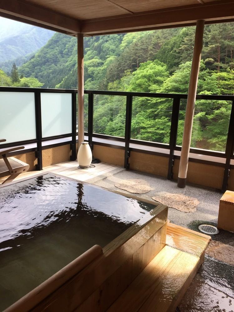 不同环境的温泉设备,让你体验温泉与大自然相结合的奥妙。