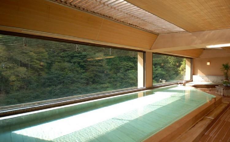 如不习惯户外温泉,可享受室内温泉。到日本泡温多数都是裸身的哟~