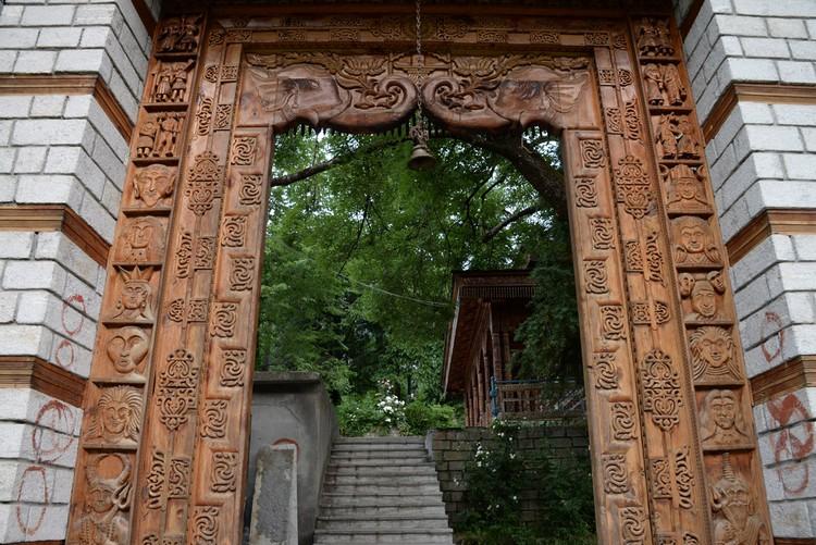 山上的Siyali Mahadev寺庙清幽舒服,让人着实想一探究竟。
