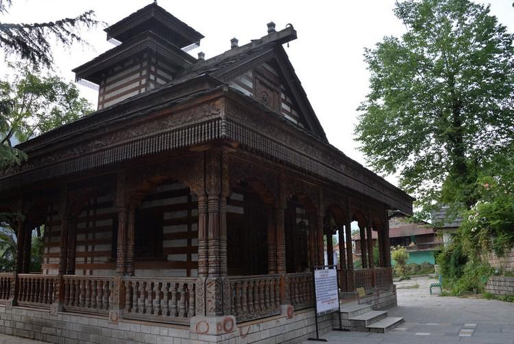 空无一人的Siyali Mahadev寺庙,让人不自觉地放轻脚步,唯恐破坏了安静的气氛。