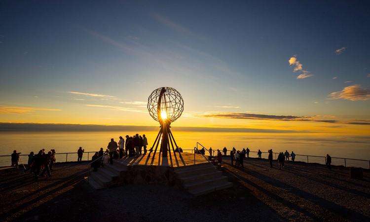 在北角可以让你亲身一睹午夜太阳的景致。