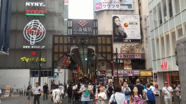 若要购物血拼,就一定要去心斋桥这个闹市,这里是大阪最大的购物区,商品应有尽有。