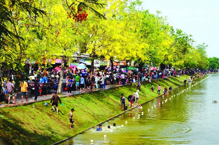 清迈最刺激、最疯狂的泼水节在4月举行,11月则有最浪漫、最壮观的水灯节,都跟水有关。