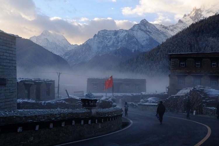 亚丁村的早晨很浪漫。