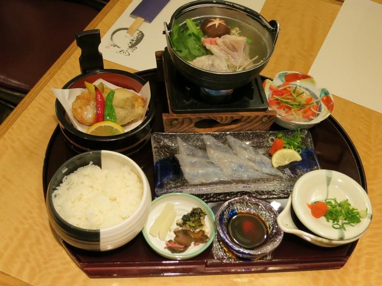 河豚刺身套餐 一次过让你吃完各种烹煮类型的河豚、尝玩各种河豚面貌!
