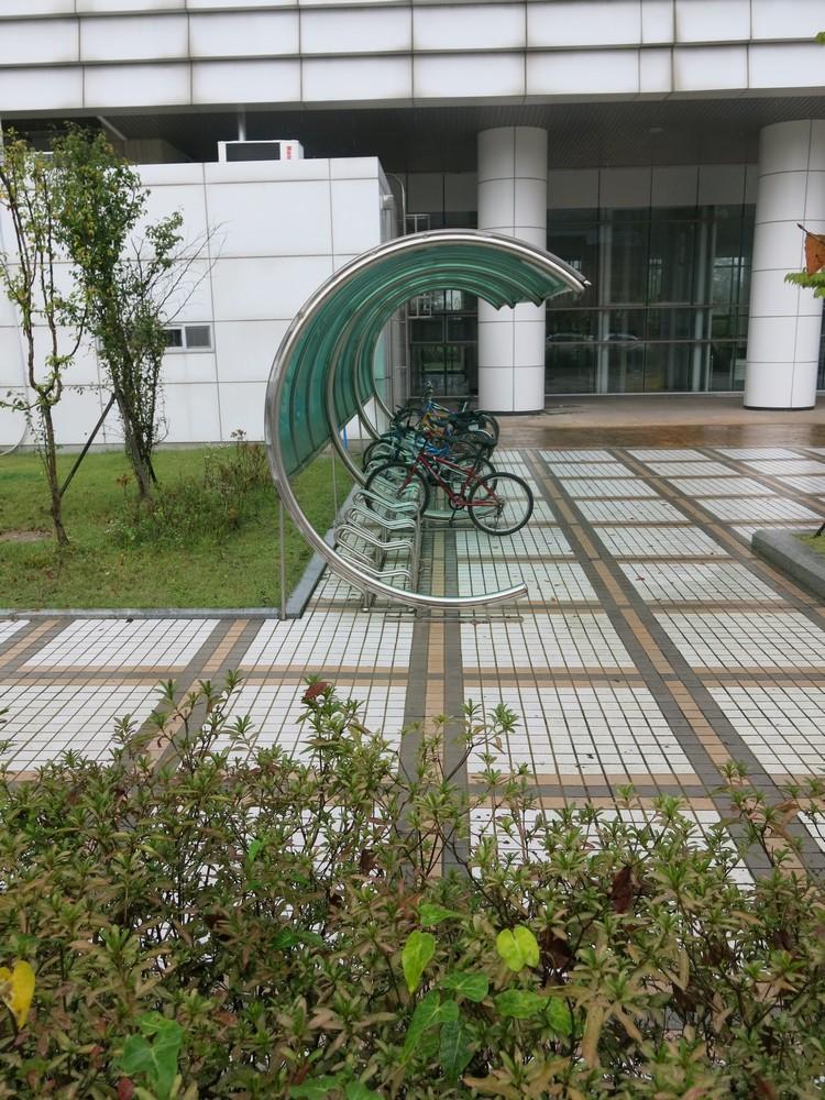大力鼓励人民骑脚踏车这事,不用特别说明,用眼睛和心就能感受得到。