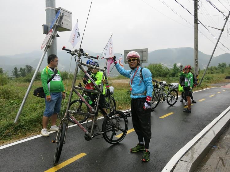 在我眼中,骑着这款脚踏车和耍杂技无异。