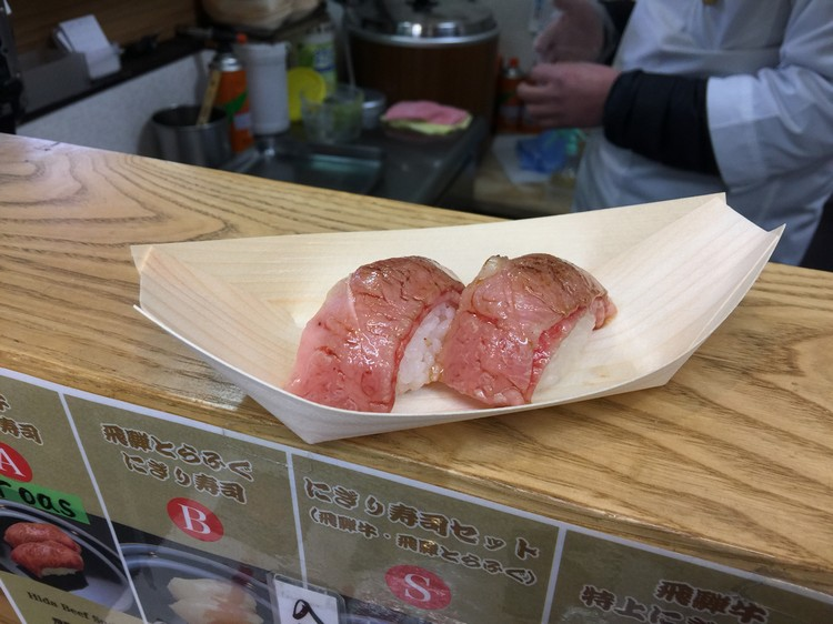 现点现做的飞騨牛寿司。虽没如网上所说的化开,但鲜嫩和略带嚼劲的口感还是让我难忘!