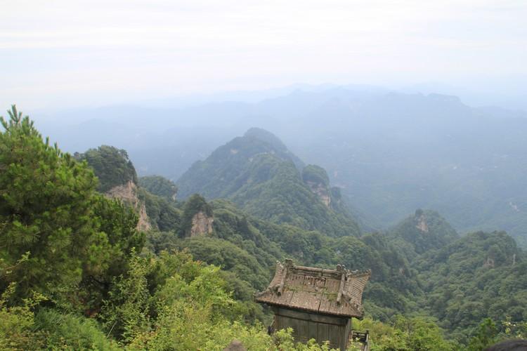 不登金顶眺望峰峦叠嶂,这武当山就当白来了。