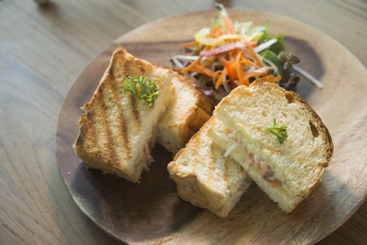MOSH! Curry Chicken Sandwich