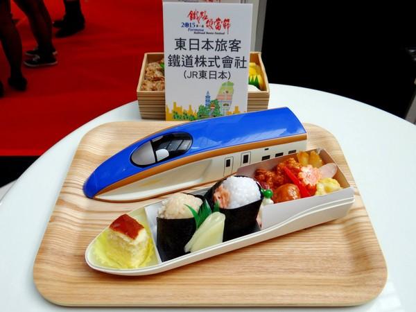 日本交通发达,就连铁路也推出限量版的铁路便当!是不是很可爱?