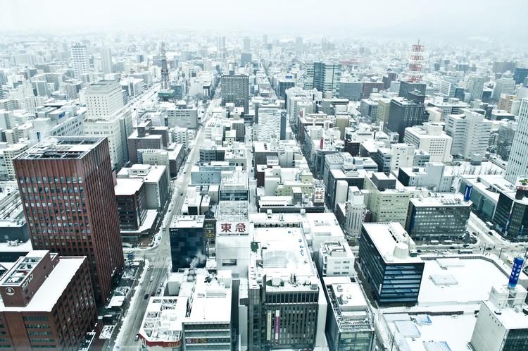 札幌也沉醉其中,那股棱棱角角的味儿都似乎被磨平掉了。