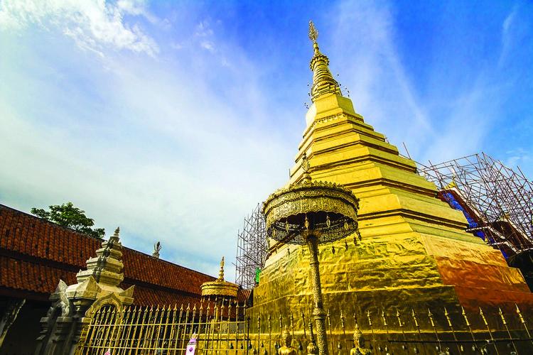 """帕府古名为 Wiang Kosai,中文意思是""""丝绸""""。来帕府,一定要来 Wat Phra That cho Hae 膜拜祈福。"""