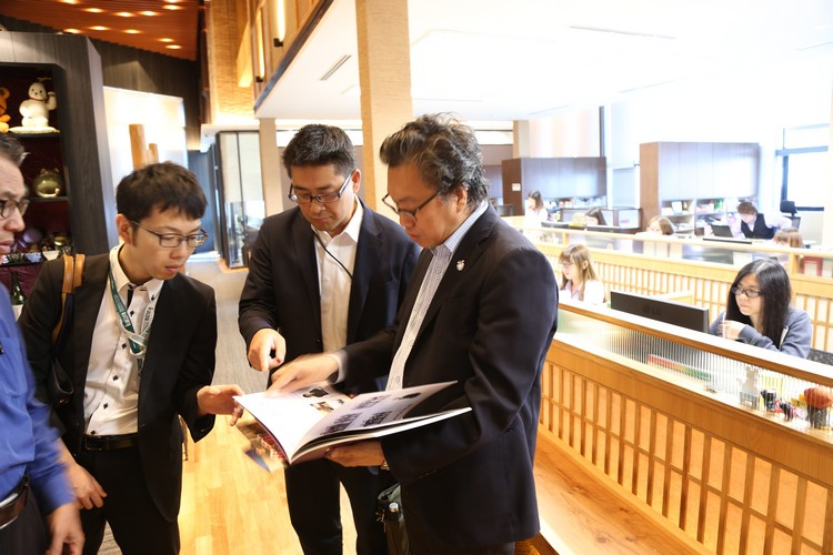 Koh san向大伙介绍蘋果集團的公司体制。