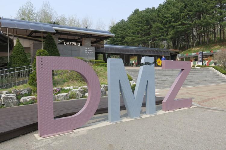 披上柔和色泽的DMZ,却掩盖不住背后血淋淋的历史......
