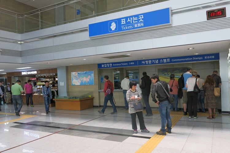 都罗山站原是联系南北韩的铁路,无奈无法开通,许许多多的韩国子民都等着它开通,透过它和对面的亲人见面......