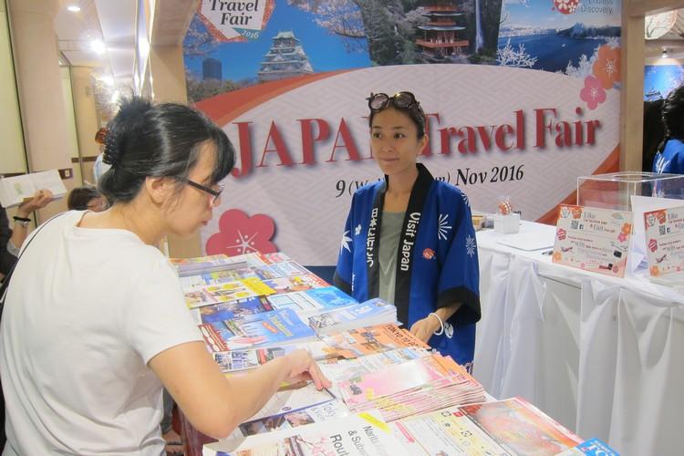 现场也提供许多免费册子供民众索取。
