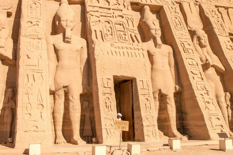 abu-simbel-nefertari-temple-entrance