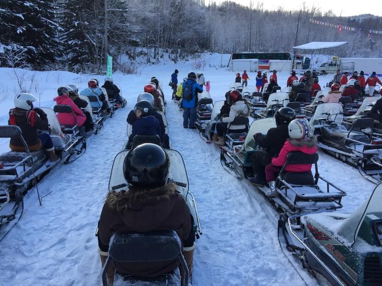 雪上摩托车,除了体验刺激与快感,更有美景看!
