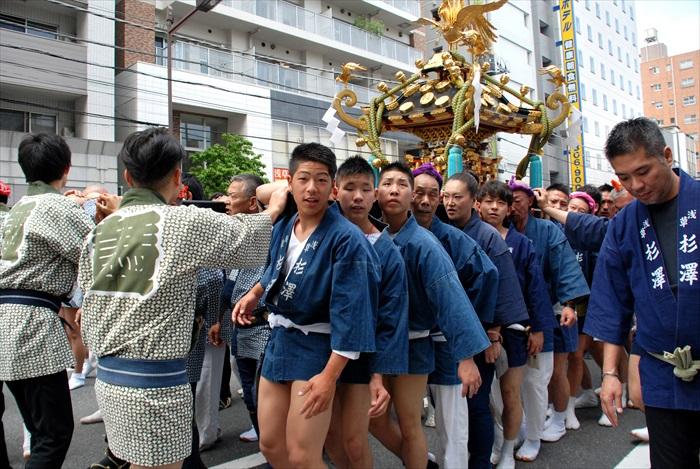 遇上5月的三社祭祭典游行