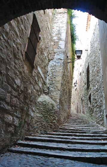 Things to do 3 - Walk through the ancient narrow streets of the old Jewish section.