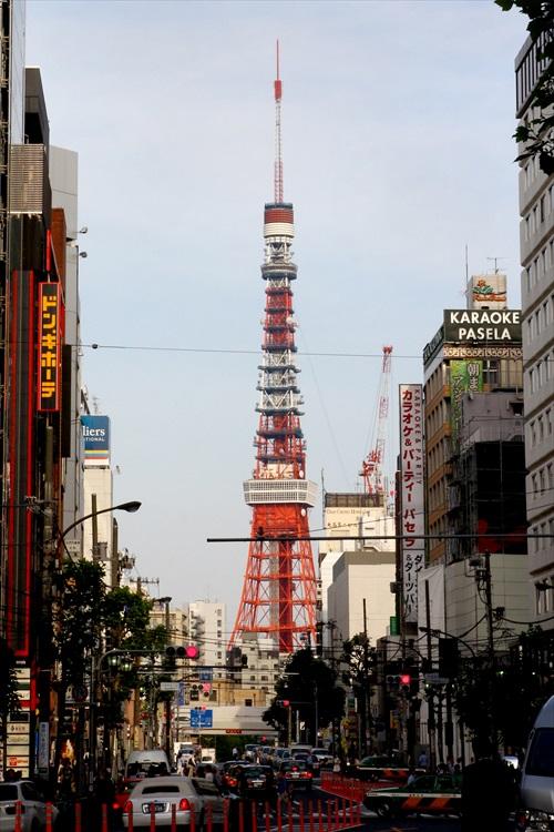 从六本木(Roppongi)望向东京铁塔方向