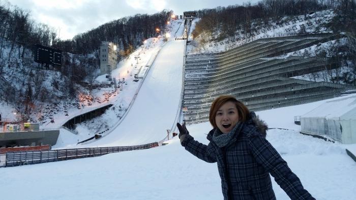 站在大仓山跳跃台滑雪竞技场前,Chui Ling一脸雀跃。