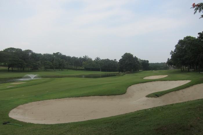 比赛继续中,高尔夫球场的难关等着你们去闯,赛手们,加油!
