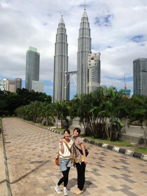 双峰塔纵然是大马旅游注解的骄傲:却连一个让游客李桑拍照的平台都没有准备!