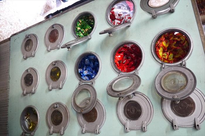 40年历史的复古糖果柜。