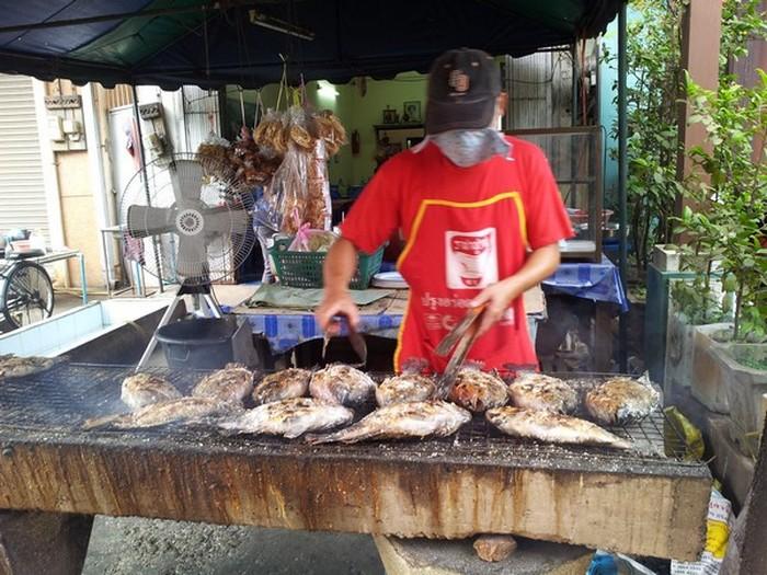 永珍盐烤鱼,即香又可口。