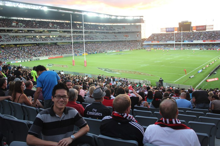 橄榄球几乎是纽西兰国家象徵,其国家代表队又名全黑队(All Blacks),并以赛前表演哈卡舞而闻名。全黑队的相关商品在纽西兰可说是热卖商品之一。